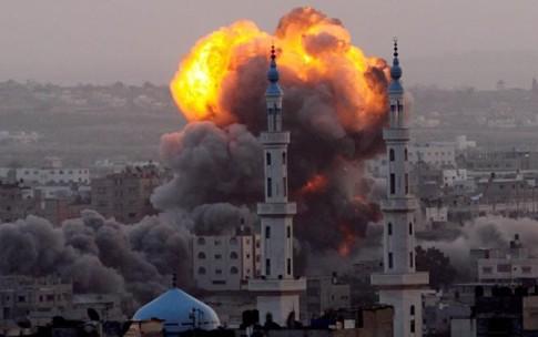 Imagen de uno de los recientes ataques con misiles sobre la ciudad de Gaza (foto tomada de 6topoderweb.com)