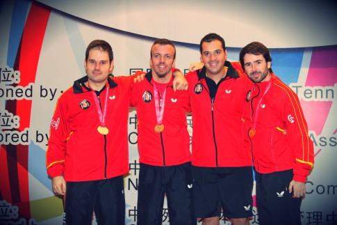 Varios de los miembros de la representación española (Foto cortesía de CD Tenis de Mesa Rivas)