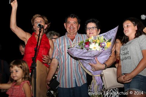 Jorge López y su esposa, recibiendo el homenaje del público de las Fiestas (Foto: Enrique Ayala)