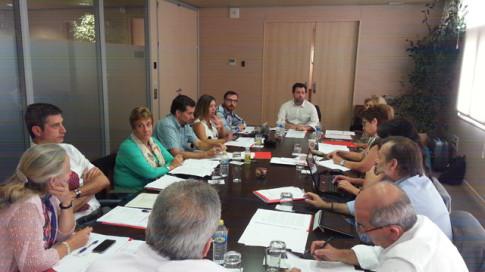 Un momento de la reunión (Foto cortesía del Ayuntamiento de Rivas)
