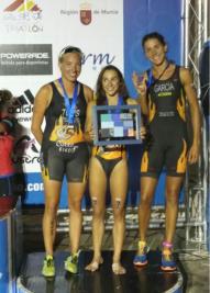 Las tres triatletas de Diablillos que lograron el tercer puesto en la prueba (Foto cortesía Diablillos)