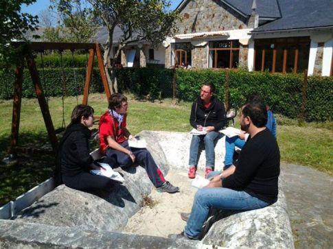 Una sesión del encuentro de 'Creando futuro' realizado el pasado mes de mayo en Tapia de Casariego (Foto: caracolainiciativas.wordpress.com)