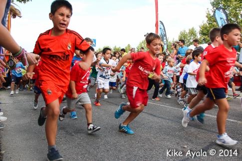 Un momento de la carrera alevín (Foto: Enrique Ayala)