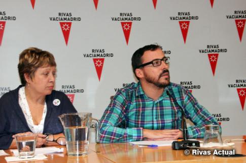 Curro García Corrales y Paz Parriloa, durante la rueda de prensa de hoy. Estuvo ausente el Alcalde, Pedro del Cura, por enfermedad (Foto Rivas Actual)