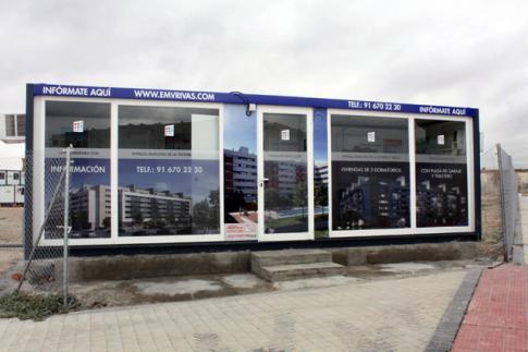 La caseta de información, ya ubicada en la parcela donde se está construyendo (Foto cortesía de Ayto. Rivas)