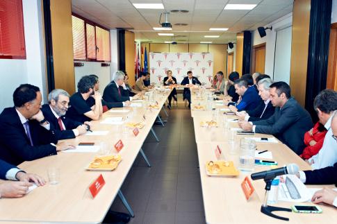 Un momento de la reunión con los empresarios (Foto cortesía Ayto Rivas)