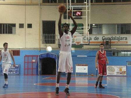 Mahmadou Diop fue una de las claves de la victoria de Villarrobledo frente a Covibar (Foto archivo CB Villarrobledo)