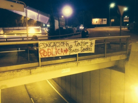 Una de la pancartas colocadas anoche, en el paso subterráneo de entrada a Rivas (Foto Rivas Actual)