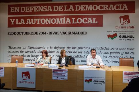 Un momento del acto, con la intervención de Pedro del Cura (Foto cortesía IU Rivas)