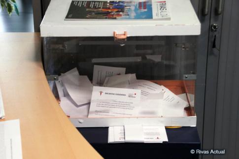 La urna ubicada en el  Edificio Administrativo del Ayuntamiento, a última hora de esta mañana (Foto Rivas Actual)