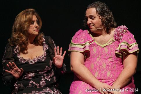 Dos de los intérpretes de la obra, durante la representación de la misma (Foto: Enrique Ayala)