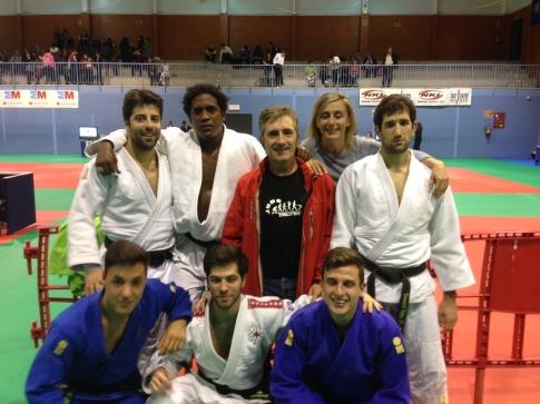 El equipo de categoría absoluta que se colocó líder en la clasificación general de la categoría (foto cortesía de Judo Club Rivas)