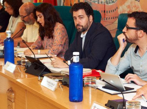 Una imagen de un Pleno Municipal celebrado en julio de este año, con el Alcalde, Pedro del Cura, en el centro de la foto (Foto Rivasciudad.es)