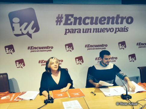 Marga Ferré y Alberto Garzón durante la rueda de prensa ofrecida esta mañana para explicar el programa de IU (Foto Rivas Actual)