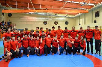 Los participantes en el torneo, tras la celebración del mismo (foto cortesía de Club de Lucha Rivas)