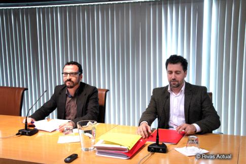 El alcalde de Rivas, Pedro del Cura (derecha) y Curro García Corrales, durante la rueda de prensa (Foto Rivas Actual)