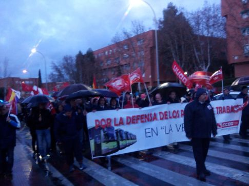 Un aspecto de la manifestación, ayer viernes, bajo la lluvia (Foto cortesía de Antonio del Río)