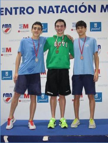 Gómez y Carazo, en el podio de la prueba (Foto cortesía Federación Madrileña de Natación)