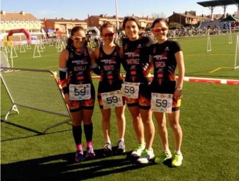 El equipo femenino tras la carrera Foto cortesía del club)