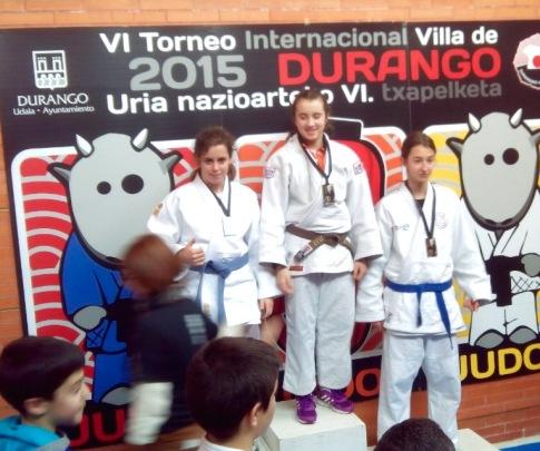 Andrea Lorente en el podium (foto cortesía del club)