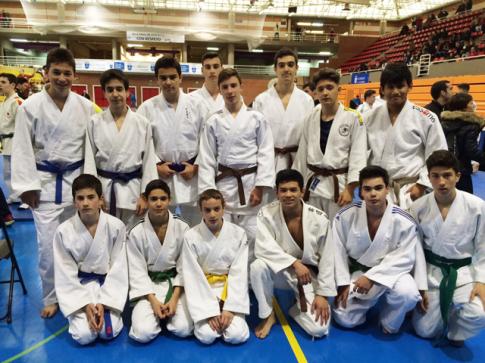 Componentes del equipo cadete del Judo Club Rivas en el campeonato (Foto cortesía del club)