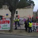 Trabajadores de Rivamadrid concentrados en el exterior del edificio de Alcaldía, el pasado 26 de febrero (Foto cortesía CNT)