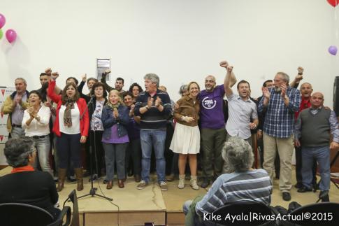 Ls candidatas y candidatos saludan al finalizar el acto (Foto: Kike Ayala)
