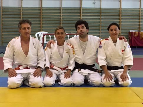 Juan García López, con sus maestros, tras la obtención del título (Foto cortesía del club)