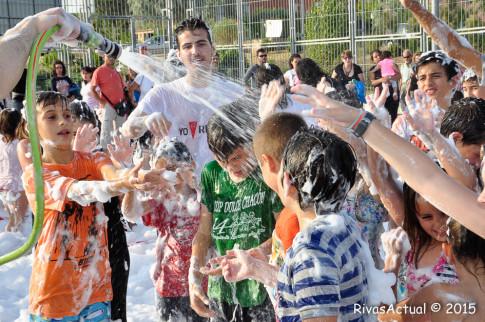 Niños y niñas de Rivas durante la fiesta de la espuma, actividad desarrollada en la Fiesta de la Educación Púlbica.