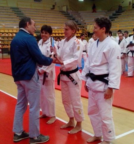 Deportistas del Judo Club Rivas durante la entrega de medallas. (Foto: cortesía del club).