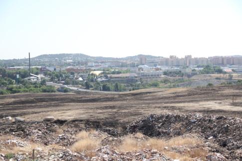Restos del vertedero ilegal, días antes de su limpieza completa. (Foto: Irene Núñez).