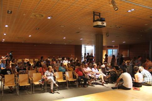 La sala facilitada por el Ayuntamiento en la que se celebró la Asamblea. (Foto: Irene Núñez).