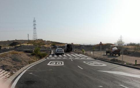 La rotonda de enlace, situada al final de la prolongación de la Avenida de Los Almendros, fotografiada esta misma mañana (Foto Rivas Actual)