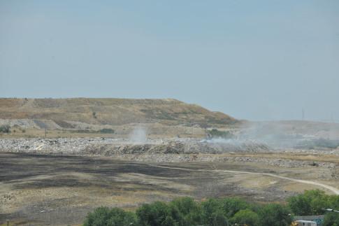 Rivas pide que se califique de delito medioambiental el vertedero en llamas. (Foto: cortesía del ayto.)
