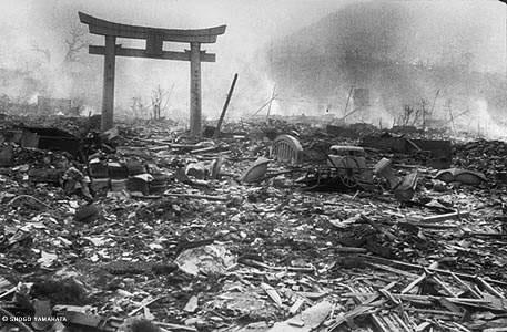 La ciudad de Nagasaki, al día siguiente del ataque estadounidense con una bomba nuclear