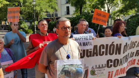 Luis Carretero el pasado 11 de agosto en la concentración ante la sede de MAPFRE en Madrid (Foto Rivas Actual)