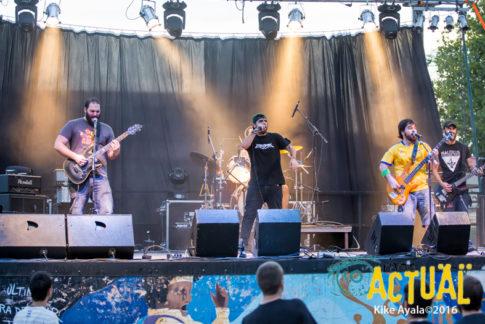 """Actuación del grupo """"Kon un par"""" durante el II Festival Rock'n'Rama"""