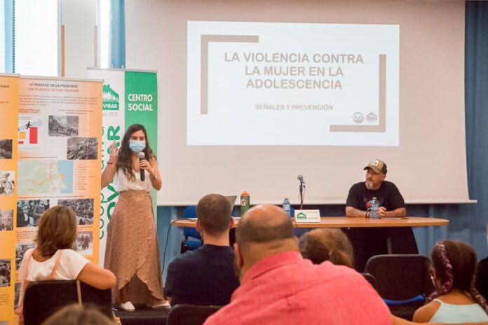 Un momento de la charla, a cargo de Helena Garrido (Foto: Esperanza/Proyecto Padawan Perrutis)