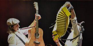 En la imagen, Alberto Pla con la guiatarra acústica, y Xabi Arakama a la Trikitixa. Foto: Ainhoa Arroyo.