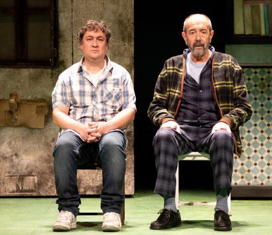 En la imagen, Miguel Rellán y Secun de la Rosa, protagonistas de la obra 'Los asquerosos'.